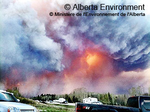 Heavy black smoke resulting from a fire storm that struck Slave Lake Alberta in May 2011. © Alberta Environment.